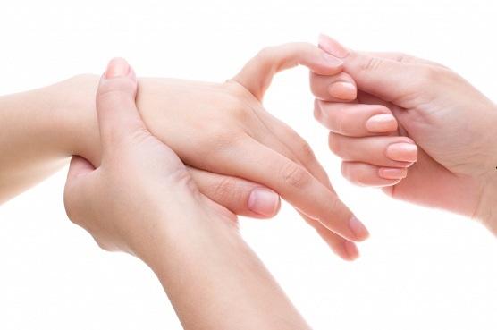 Kuidas eemaldada poletiku poletiku liigestest Vitamiinid valu ja kimpudega